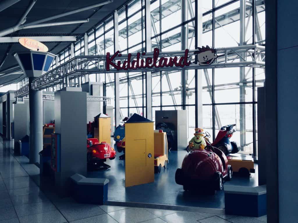 Langer Flug Vorbereitung Stuttgart Flughafen Kiddieland